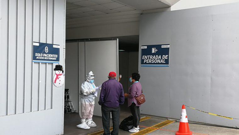 En las últimas semanas el Hospital Temporal del Parque de la Industria comienza a tener un aumento de casos positivos de covid-19. (Foto Prensa Libre: Ana Lucía Ola)