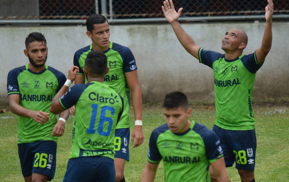 Janderson Pereira marca doblete y lidera el triunfo de Municipal en Iztapa
