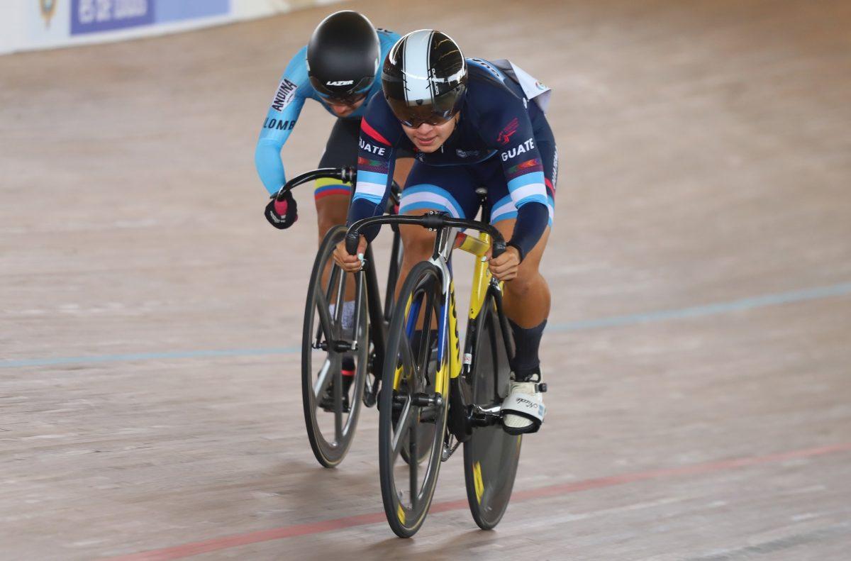 Ciclistas guatemaltecos se suben al podio en prueba de Keirin en Campeonato Internacional de Piasta en Cali, Colombia