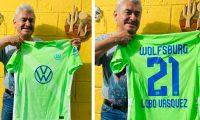 """El """"Lobo"""" Vásquez recibe un regalo especial desde Alemania. (Foto Prensa Libre: Twitter """"Lobo"""" Vásquez)"""