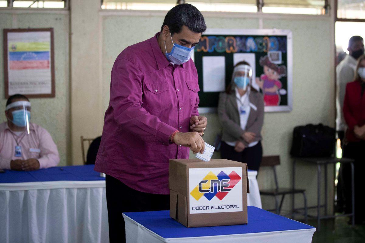 Sin resistencia y con alta abstención, Maduro busca el control del Parlamento venezolano