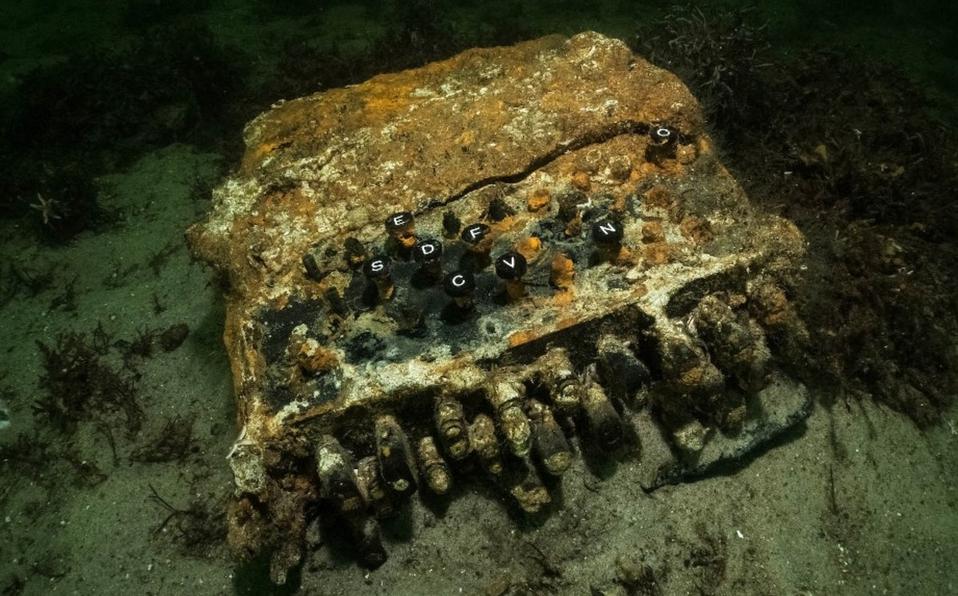 ¿Máquina Enigma? Encuentran dispositivo nazi para cifrar información en el fondo del mar