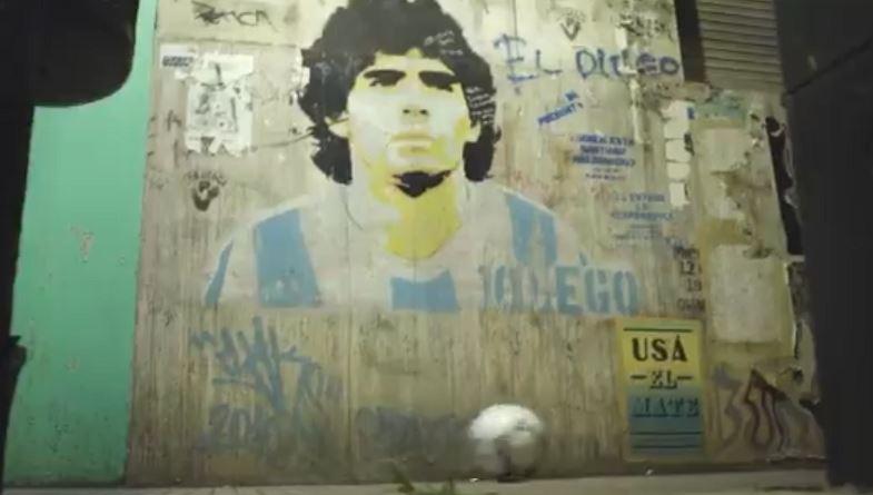 """""""La pelota se despidió de Maradona"""": el emotivo homenaje que se transformó en un fenómeno viral en las redes sociales"""