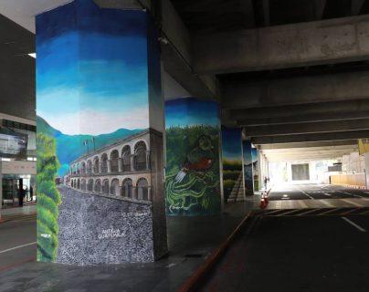 Inauguran coloridos murales en el Aeropuerto La Aurora para dar la bienvenida a turistas. (Foto Prensa Libre: Cortesía Inguat)