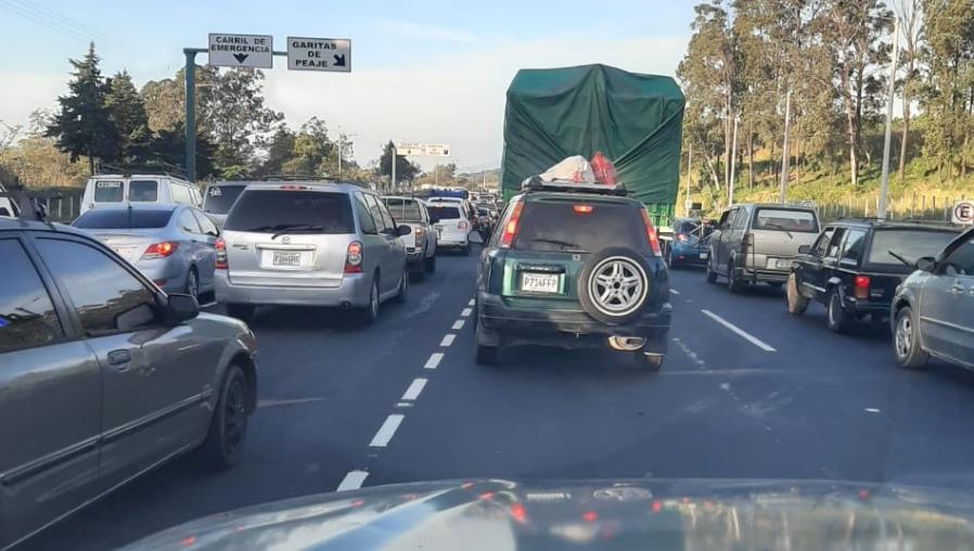 Inusual afluencia de 25 mil vehículos diarios transita por ruta Palín-Escuintla