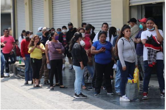 Algunas personas han relajado las medidas de prevención para prevenir el covid-19. (Foto Prensa Libre: Hemeroteca PL)