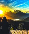 Picnic Atitlán ofrece carpas híbridas, como la que B´alam, hechas de tela, bambú y piedra natural, con piso de baldosas de arcilla. El lugar tiene vista al Lago de Atitlán y sus alrededores.