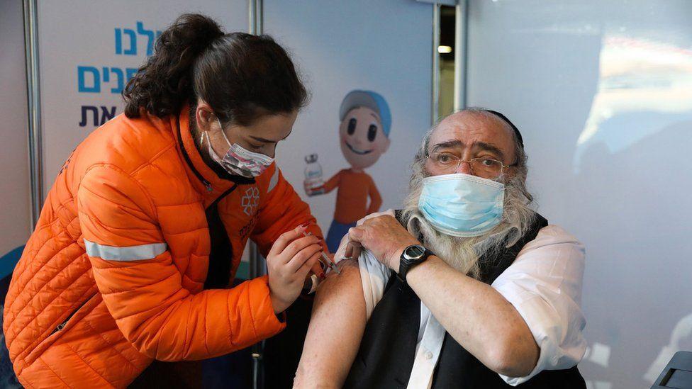 Coronavirus | Cuál es la estrategia de Israel, el país con la tasa de vacunación contra la covid-19 más alta del mundo