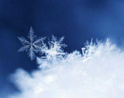¿Por qué los copos de nieve son simétricos y hexagonales? La pregunta que inspiró a Kepler una conjetura no resuelta en siglos