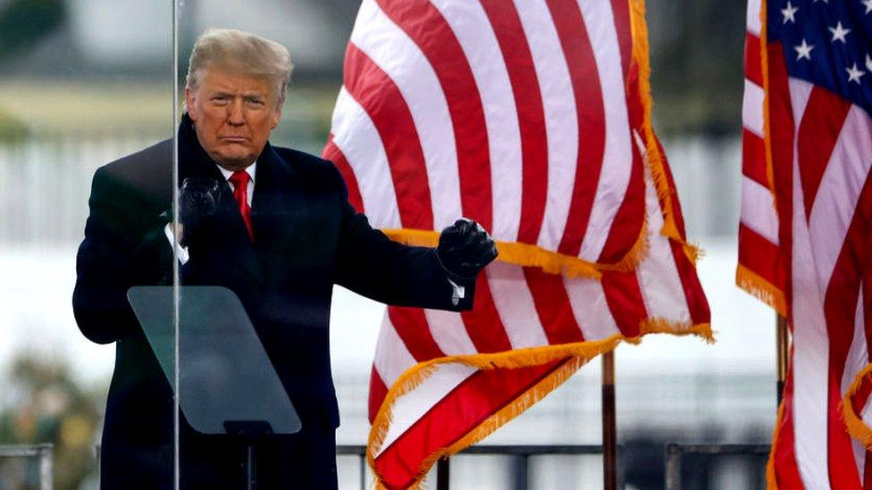 """Asalto al Capitolio: Trump promete una """"transición ordenada"""" aunque sigue sin reconocer el resultado"""