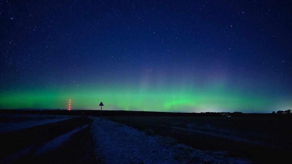 En imágenes: las misteriosas fotos de la aurora boreal que hacen que Escocia parezca otro mundo