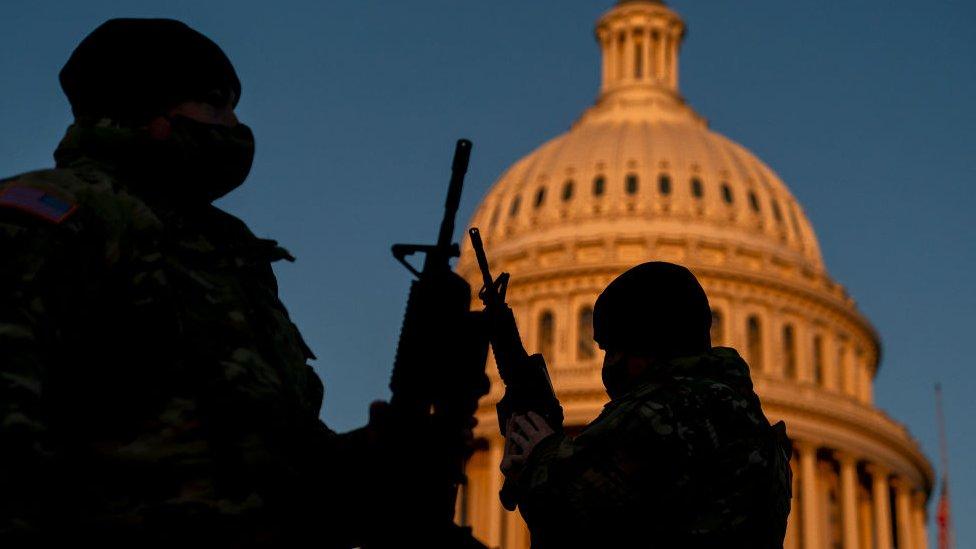 """Impeachment a Trump: qué papel está teniendo el Ejército en el """"momento excepcional"""" que vive Estados Unidos tras el asalto al Capitolio"""
