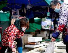 La misión de la OMS visitará el mercado de Wuhan donde se cree que se originó el virus.