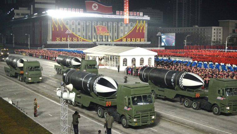 Los misiles fueron exhibidos durante un desfile militar realizado en Pyongyang.