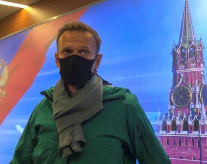 El líder de la oposición en Rusia, Alexei Navalny, fue detenido este domingo cuando tocó suelo ruso.