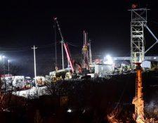 Se cree que los mineros están atrapados a unos 600 metros de la salida de la mina, dañada por una explosión.