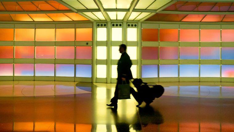 Se le ha prohibido la entrada al aeropuerto y debe pagar US$1.000 de fianza.