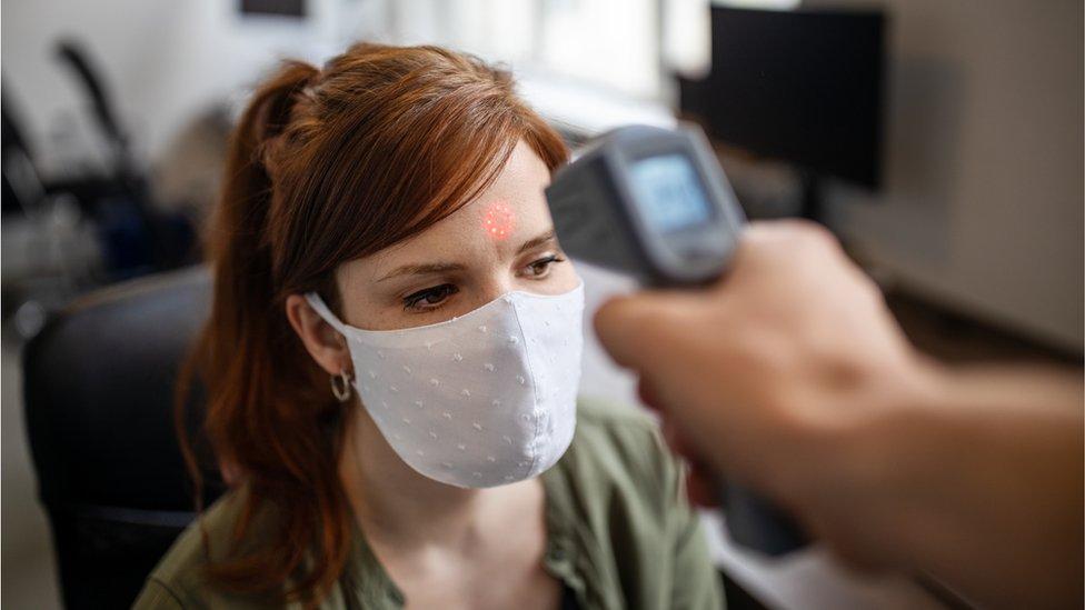 """Coronavirus en el trabajo: """"Mi jefe me obligó a ir a la oficina y me contagié de covid"""""""