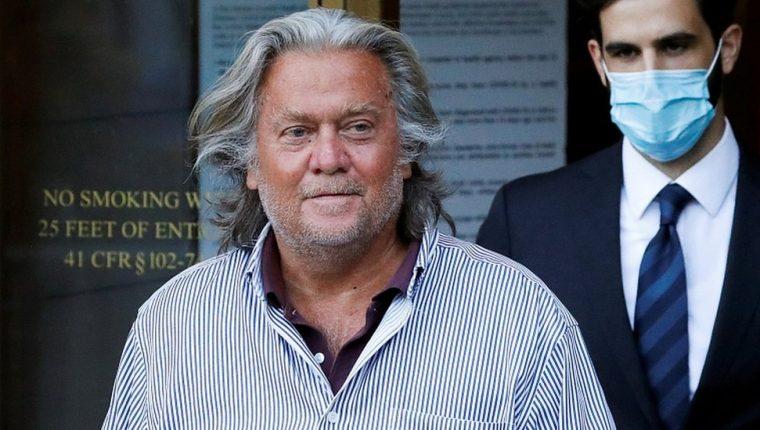 Steve Bannon está acusado de fraude en una campaña de recaudación de fondos. Él niega los cargos.