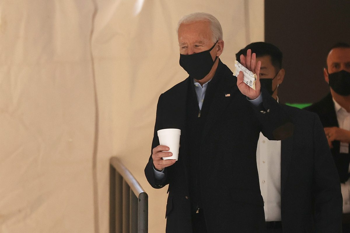 """Joe Biden debe poner fin a los """"vergonzosos"""" acuerdos de asilo con Centroamérica, dice informe de senadores demócratas"""