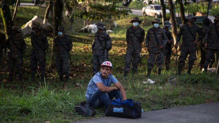 En octubre último fueron frustradas las intenciones de una caravana de hondureños de llegar a Estados Unidos. (Foto Prensa Libre: EFE)