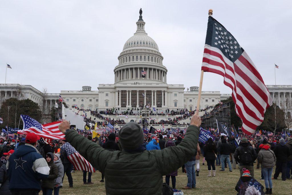 Qué es la enmienda 25, con la que algunos senadores piden la destitución de Trump tras los incidentes en el Capitolio