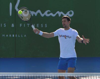 El tenista Novak Djokovic será uno de los que reciban trato diferenciado previo al Abierto de Australia. (Foto Prensa Libre: EFE)