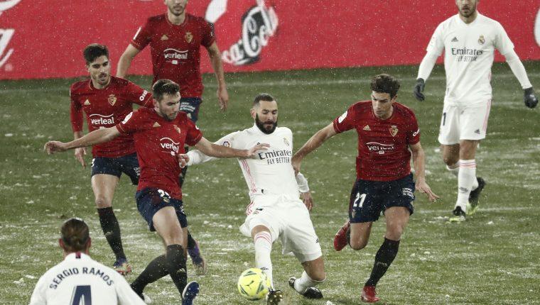 El Real Madrid tuvo ante el Osasuna uno de los juegos donde menos ocasiones de gol generó, ya que en el primer tiempo ni siquiera registró un remate al arco rival. (Foto Prensa Libre: EFE)