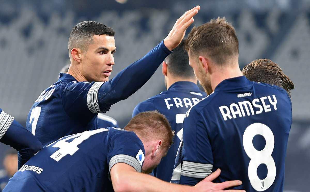 Juventus sufre para ganar 3-1 a Sassuolo, pero se acerca al podio