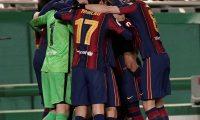 GRAF538. CÓRDOBA, 13/01/2021.- Los jugadores del FC Barcelona celebran la victoria ante la Real Sociedad, al término de la primera semifinal de la Supercopa de España de fútbol disputada este miércoles en el Nuevo Arcángel, en Córdoba. EFE/Rafa Alcaide
