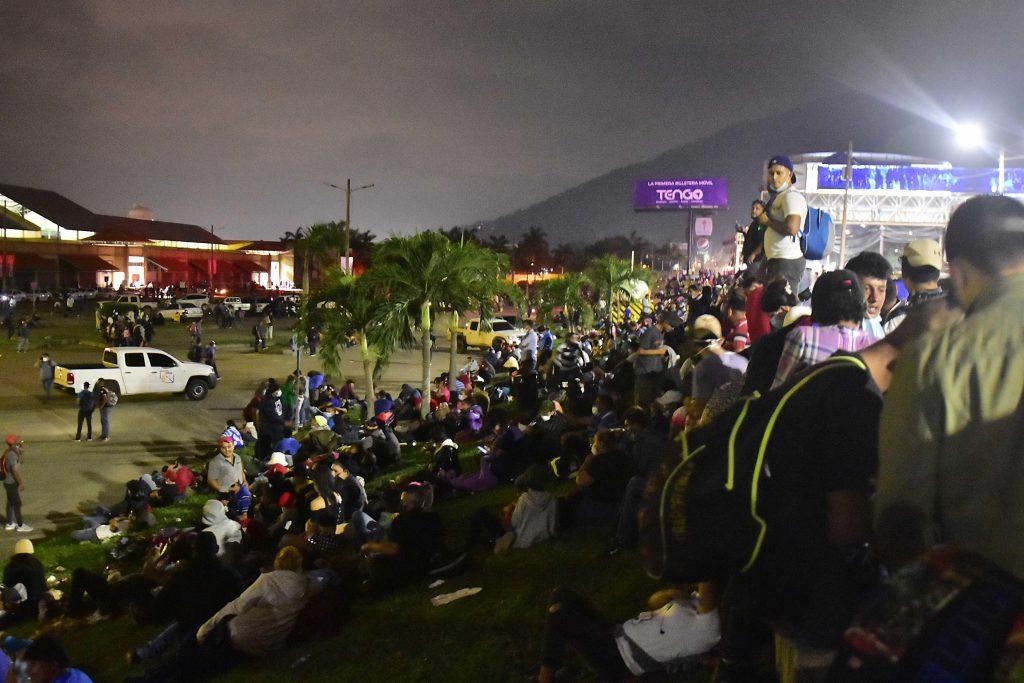 Nueva caravana de migrantes: México despliega cientos de agentes en su frontera con Guatemala