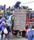 Las autoridades salvadoreñas dijeron que los organizadores de caravanas ponen en riesgo a los migrantes. (Foto Prensa Libre: EFE)