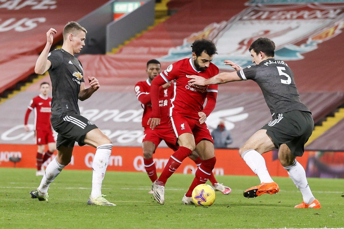 United da la cara en Liverpool y mantiene el liderato, City golea
