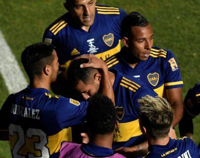 Luego de un empate 1-1 en el tiempo reglamentario, Boca Juniors derrotó a Banfield en penales y se coronó campeón de la Copa Diego Maradona. (Foto Prensa Libre: EFE)