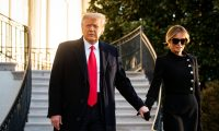 Washington (United States), 20/01/2021.- US President Donald J. Trump (L) and First Lady Melania Trump exit the White House for the last time before boarding Marine One on the South Lawn, on the morning of Joe Biden's Presidential inauguration, in Washington, DC, USA, 20 January 2021. Joe Biden won the 03 November 2020 election to become the 46th President of the United States of America. (Estados Unidos) EFE/EPA/AL DRAGO / POOL