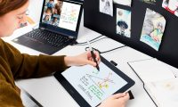 En 2020 muchas personas han implementado el teletrabajo en sus rutinas y los alumnos han recibido clases desde casa, utilizando monitores interactivos que funcionan como pantalla secundaria para interactuar con otras personas y también para dibujar, esbozar o anotar conceptos (foto de Wacom One)