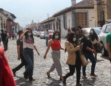Para estacionarse en calles de Antigua Guatemala es necesario contar con una calcomanía extendida por la comuna. (Foto Prensa Libre: Érick Ávila)