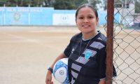 En 2014, Gloria Aguilar, recibió y aceptó su primera convocatoria a la Selección Nacional de Guatemala; juega como delantera, mediocapista y defensa. Foto Prensa Libre: Cortesía.