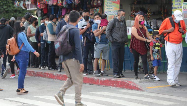 La ministra Amelia Flores explicó que si todos utilizaran la mascarilla correctamente, los contagios de covid-19 bajaran. (Foto Prensa Libre: Érick Ávila)