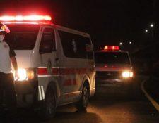 Hombre murió arrollado en el kilómetro 14 de la ruta al Pacífico. (Foto Prensa Libre: Bomberos Voluntarios)