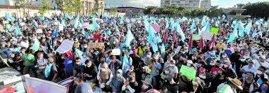 El clima político y las protestas son factores que se incluyen en las evaluaciones de riesgo para invertir. Foto: Hemeroteca Prensa Libre