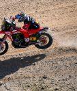 Cornejo fue segundo en la prueba de este domingo 10 de enero, pero esto le bastó para quedarse con el liderato de la clasificación de motos. (Foto Prensa Libre: AFP)