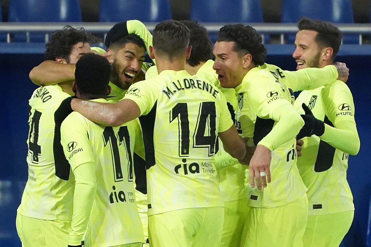 1-2. Suárez salva al Atlético de Madrid en el minuto 90 y lo devuelve al liderato