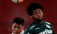 Argentina's River Plate Enzo Perez (L) and Brazil's Palmeiras Luiz Adriano jump for the ball during their Copa Libertadores semifinal football match at the Libertadores de America stadium in Avellaneda, Buenos Aires Province, Argentina, on January 5, 2021. (Photo by Juan Ignacio RONCORONI / POOL / AFP)