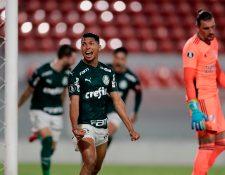 Rony celebra después de la anotación de Matias Viña. (Foto Prensa Libre: AFP)