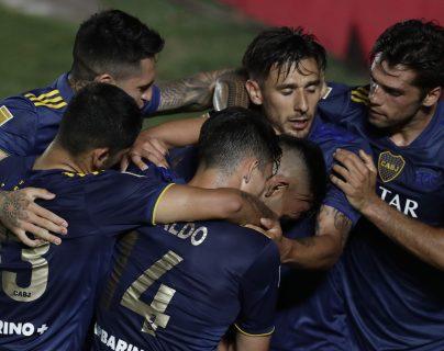 Boca Juniors clasificó a la final de la Copa Maradona tras empatar 2-2 con Argentinos Juniors, mientras River Plate perdió la posibilidad de hacerlo tras caer 2-0 ante Club Atlético Independiente. (Foto Prensa Libre: AFP)