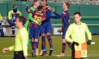 Barcelona players celebrate their victory after the penalty shoot-out in Spanish Super Cup semi final football match between Real Sociedad and FC Barcelona at the Nuevo Arcangel stadium in Cordoba on January 13, 2021. (Photo by CRISTINA QUICLER / AFP)