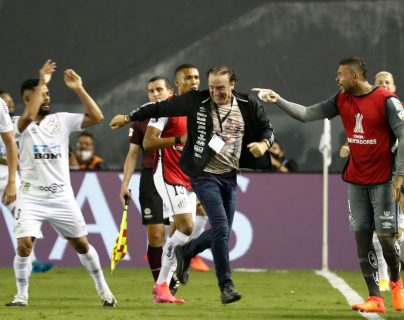 Cuca llevó al Santos a su carta final de la Copa Libertadores. Foto Prensa Libre: AFP.