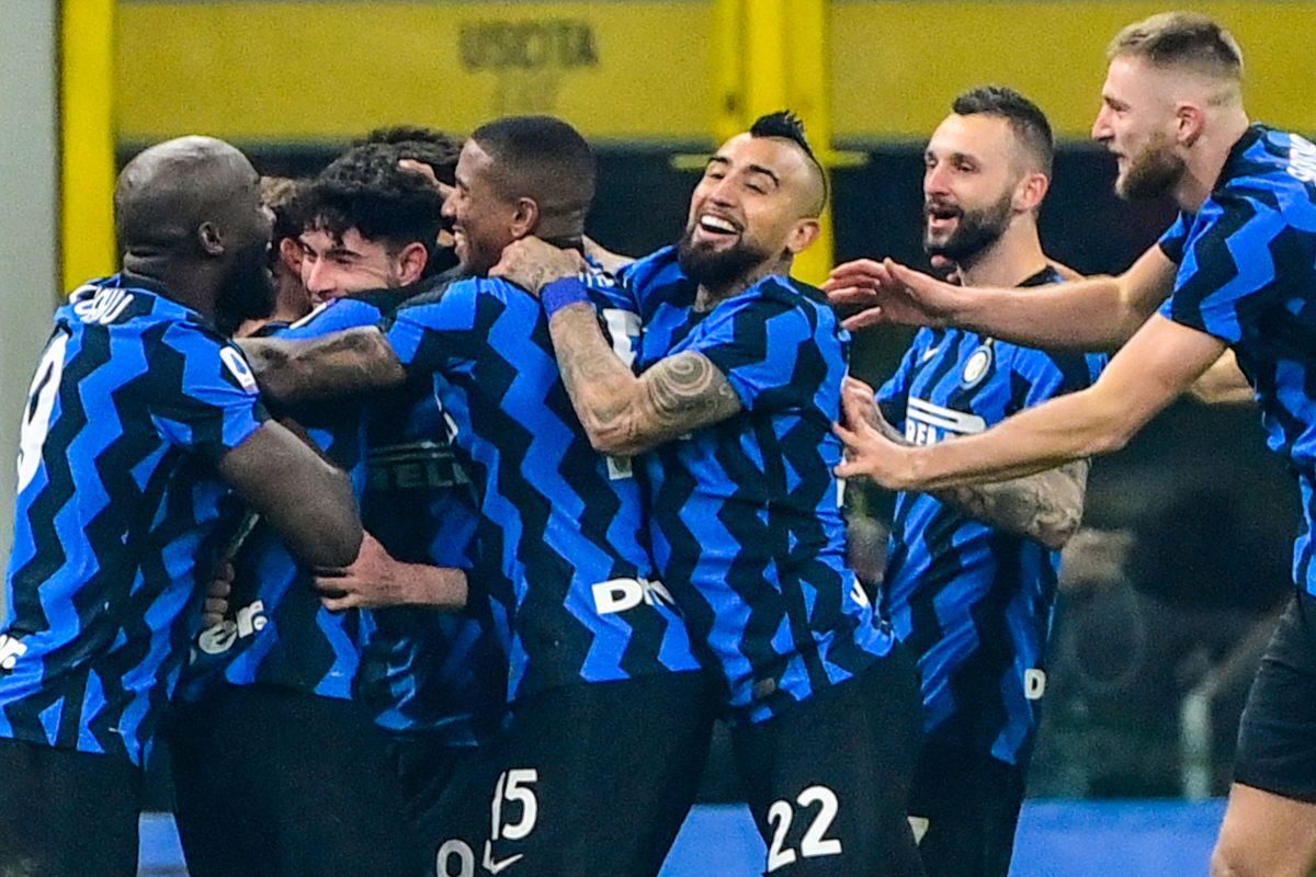 Inter gana el 'derbi de Italia' y aleja a la Juventus de la cabeza