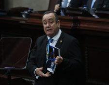 El presidente Giammattei entrega en el Congreso el informe de su primer año de gobierno. (Foto Prensa Libre: Érick Ávila)